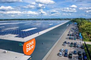 Coolblue gebouw met zonnepanelen op het dak
